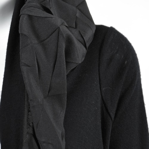 Marie Saint Pierre Black Wool Ruffle Cropped Long Sleeve Shrug Cardigan Detailing
