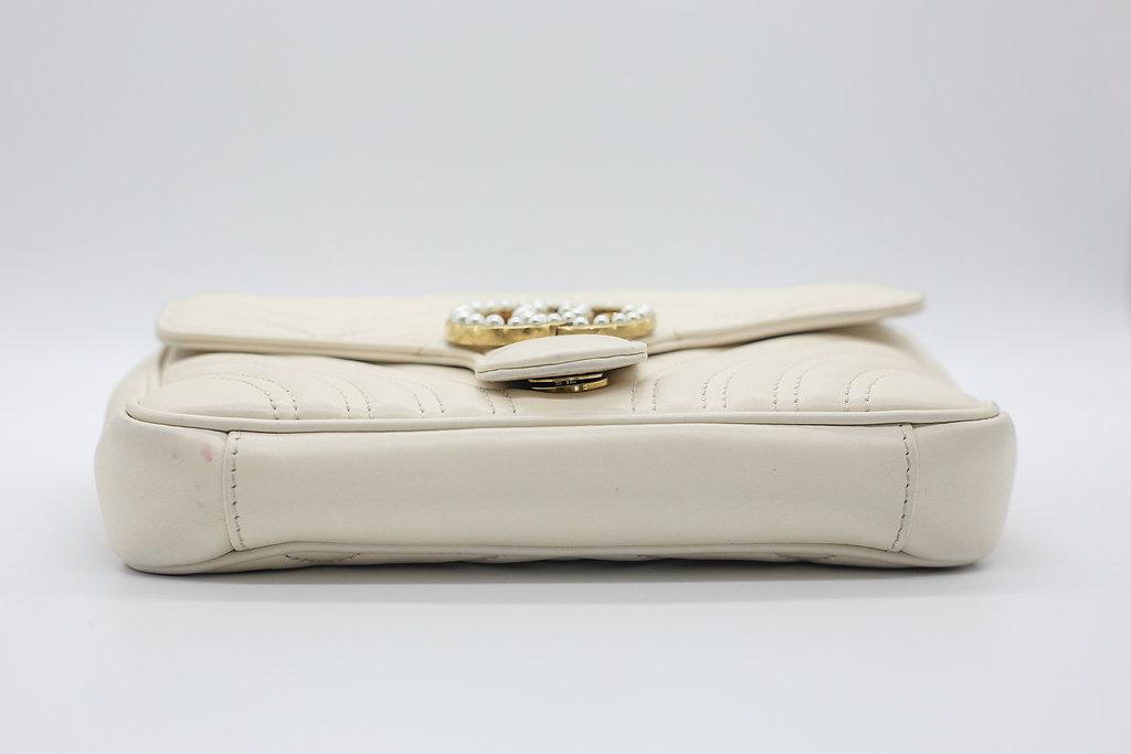 311e37481ca Gucci Calfskin GG Marmont Matelasse Chain Belt Bag White – DesignerShare